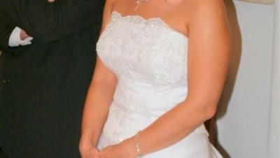 Prześliczna suknia ślubna z koronkowym gorsetem