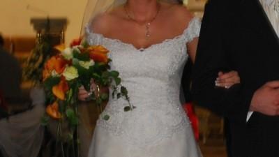 prześliczna wdzięczna suknia ślubna