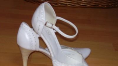 Prześliczne buciki z białej skóry Łukasz, r.37