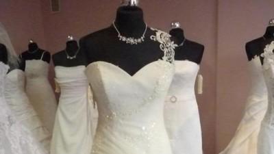 romantyczna i nowoczesna suknia ślubna 2011!!za połowe ceny!! juz w lipcu