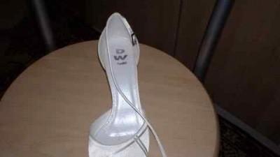 satynowe pantofle slubne- nie noszone