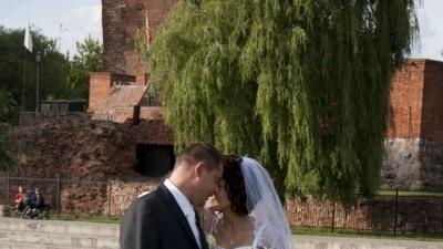 Skromną ale bardzo ładną suknię ślubną sprzedam