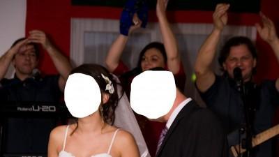 skromna i elegancka biała suknia ślubna