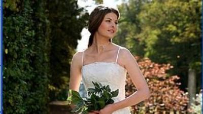 Skromna i elegancka suknia Margarett