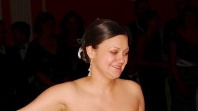 Skromna suknia ślubna z bolerkiem