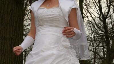 Śliczna, biała cukienka ślubna o rozmiarze 38/40
