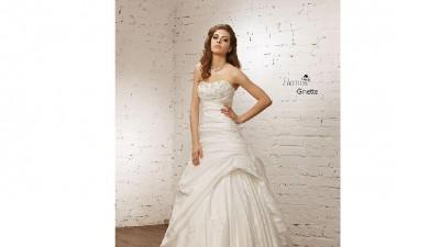 śliczna biała suknia ślubna