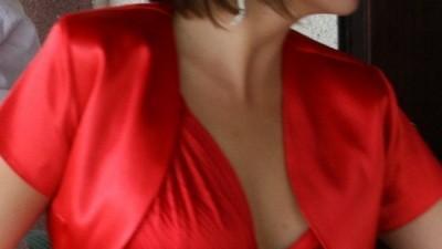 śliczna czerwona plisowana suknia!!!!!!!
