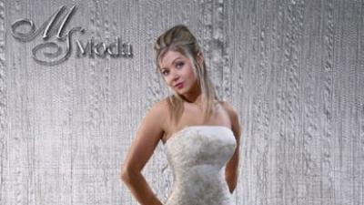 śliczna elegancka suknia ślubna