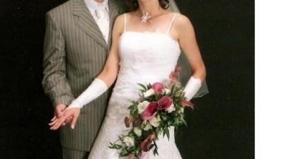 Śliczna koronkowa sukni ślubna