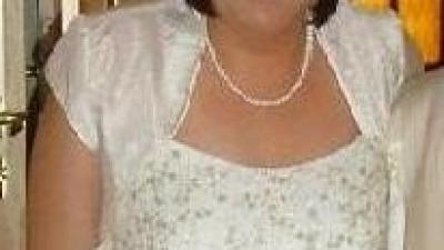 Śliczna, skrona  suknia ślubna
