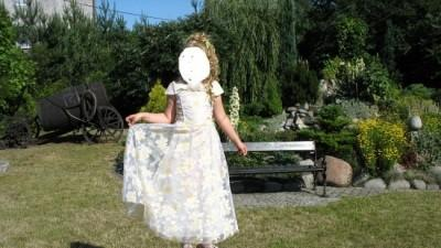 śliczna sukienka dla młodej damy!