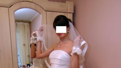 śliczną suknia ślubna na wysoką Pannę Młodą