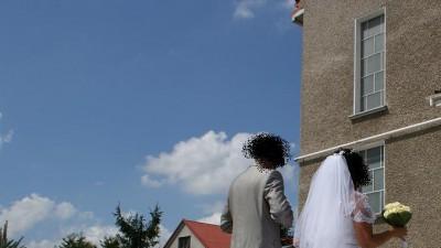 Śliczna suknia ślubna polecam.