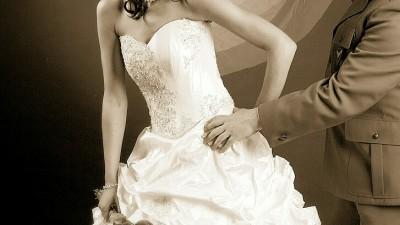 Śliczna suknia ślubna w kolorze ecri+bolerko+welon