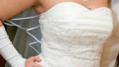 śliczna suknia ślubna w kolorze ecru