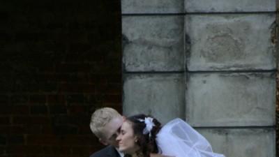 Śliczna suknia ślubna:) z koronkowymi rękawami:)