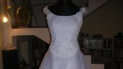 śliczna suknia slubna z trenem