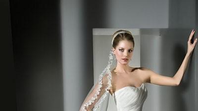 śliczna suknia z falbanami  kolekcja 2011r, Lisa ferrera, Cosmobella 7490,