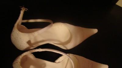 śliczne białe buciki rozm.35