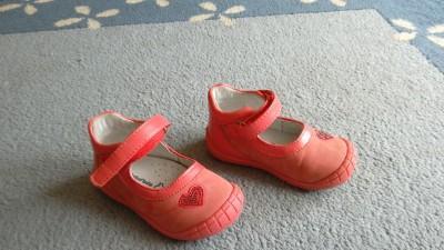 śliczne buciki dziewczęce