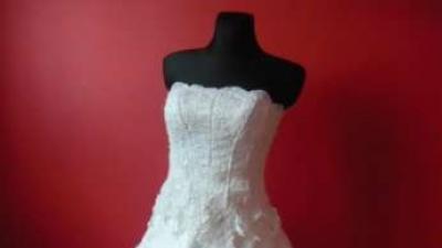 śliczniutka suknia ślubna
