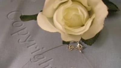 śliczny komplet biżuterii ślubnej