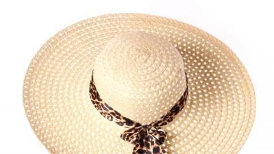 Słomkowy kapelusz ze wstążką