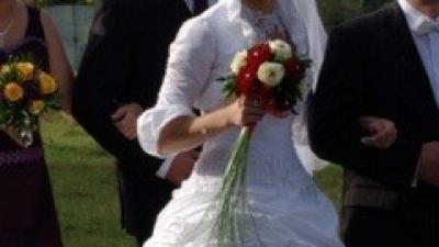 Śnieżnobiała suknia ślubna dla prawdziwej królewny