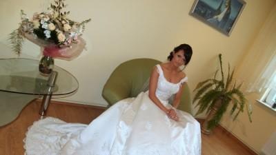 spezedam oryginalną włoską suknię