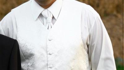 SPRZEDAM 4 CZĘŚĆIOWY KOMPLET: kamizelka,musznik,krawat,butonierka WANILIA ECRU