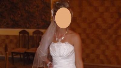 Sprzedam bajeczną suknię ślubną z podpinanym trenem.