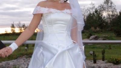Sprzedam biało - różową suknię ślubna