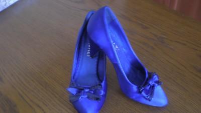 Sprzedam buty satynowe Quazi