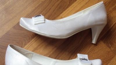 Sprzedam buty ślubne 39