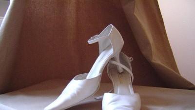 Sprzedam buty ślubne, białe skóra, r.39