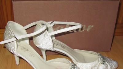Sprzedam buty ślubne ecru