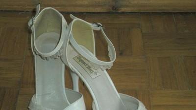 Sprzedam buty ślubne w kolorze ecru