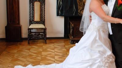 sprzedam ekskluzywną suknię ślubną r 40