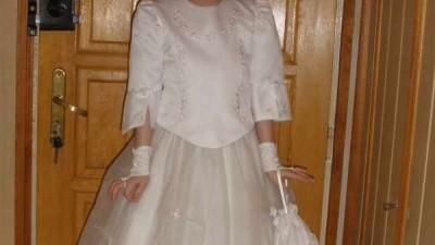 Sprzedam elegancką suknię komunijną wraz z pelerynką i wszystkimi dodatkami