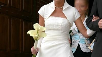 Sprzedam elegancką suknię ślubną.