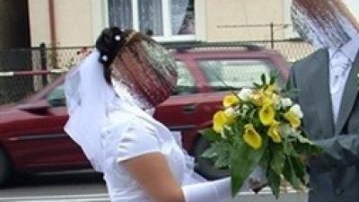 Sprzedam jednoczęściową suknię ślubną.