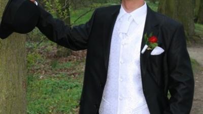Sprzedam kamizelke ślubną, biała+musznik+butonierka. Polecam!!!