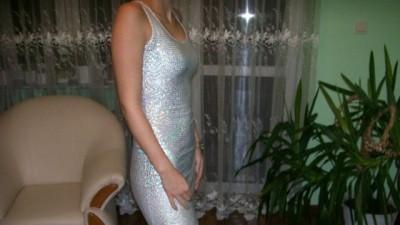 Sprzedam kilka sukni wieczorowych.