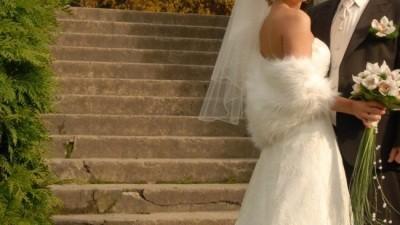 Sprzedam koronkową suknię Cosmobella 7267