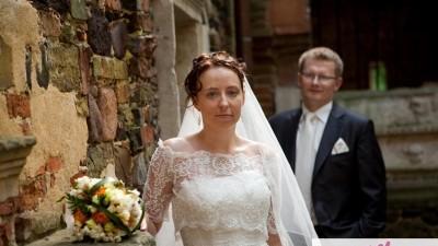 SPRZEDAM koronkową suknię ślubną z włoskiej kolekcji