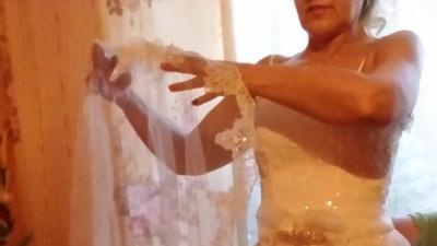 Sprzedam ładną suknię ślubną kolor ecru + welon
