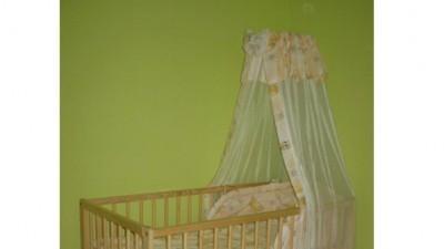 Sprzedam łóżeczko dziecięce z wyposażeniem + fotelik + wanienka ze stelażem