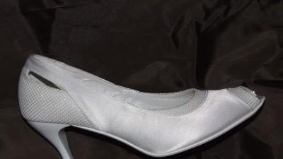 Sprzedam nowe białe buty ślubne nr 36