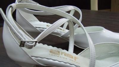Sprzedam nowe białe buty ślubne nr 38